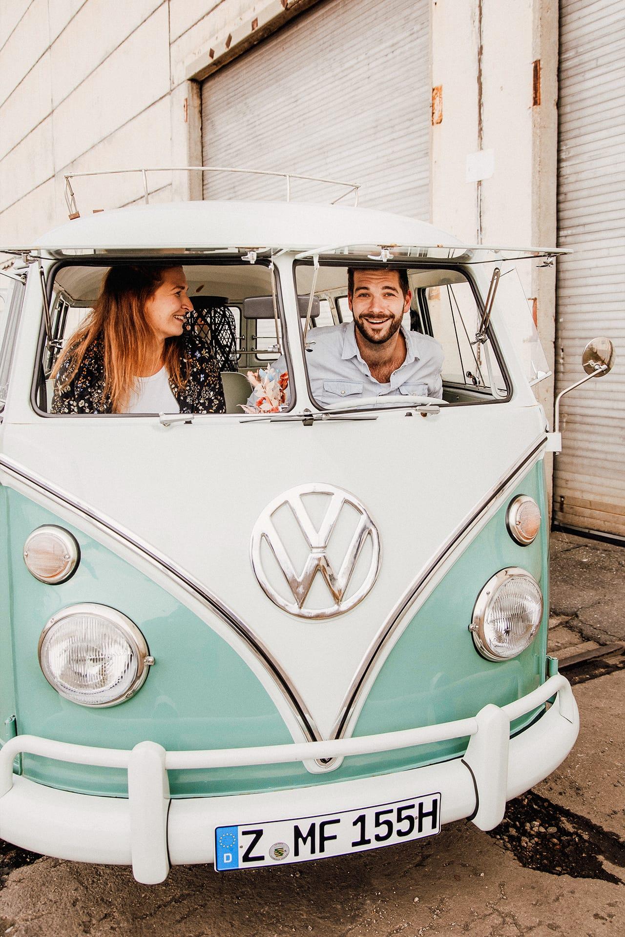 Volkswagen Bulli Retro Familienausflug Picknick Taxi Personenbeförderung Lederausstattung  Mieten Hochzeit